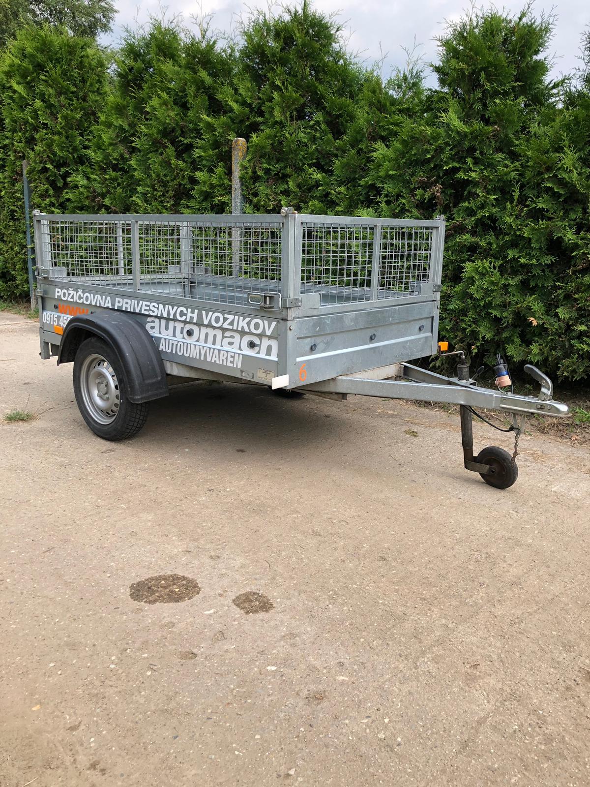 Prívesný vozík do 750kg s rozmermi 2,5m x 1,1m x 0,67m s ochranným košom